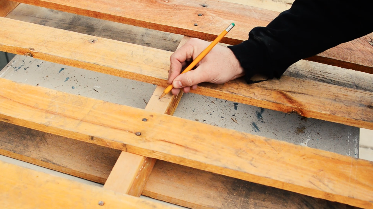 Measure and mark the height of your shelf on the pallet to cut with a circular saw.